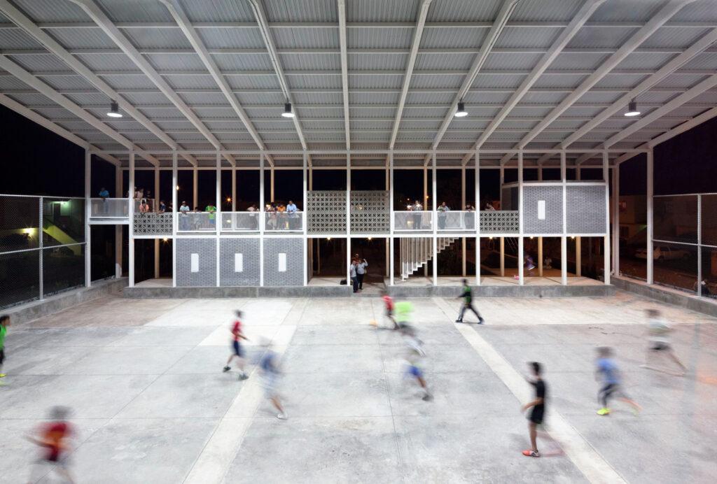 Iluminacion industrial ideal para espacios deportivos con alturas de 4 a 20 metros